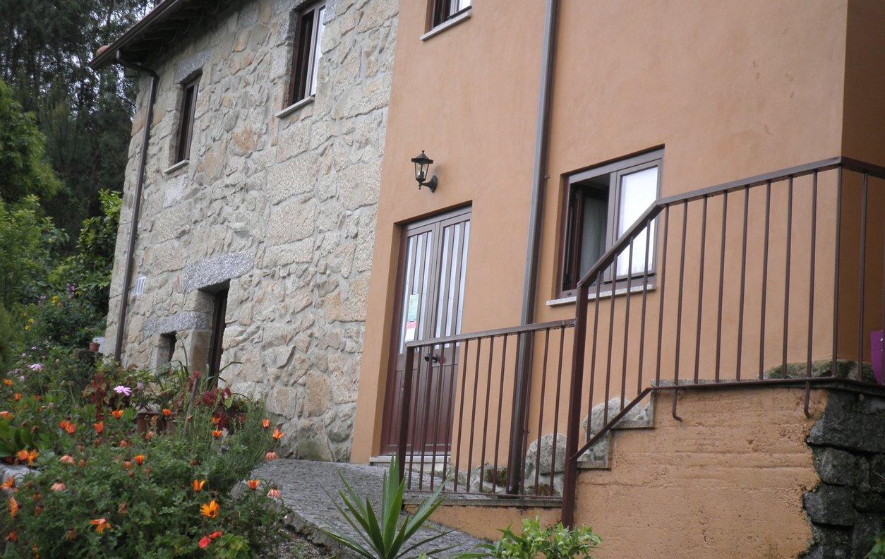 Casa Rústica de Férias Com Vista Montanha, AQ.Central, Jardim, BBQ e Wi-Fi  - Próximo Campo de Tiro de Braga - 12239
