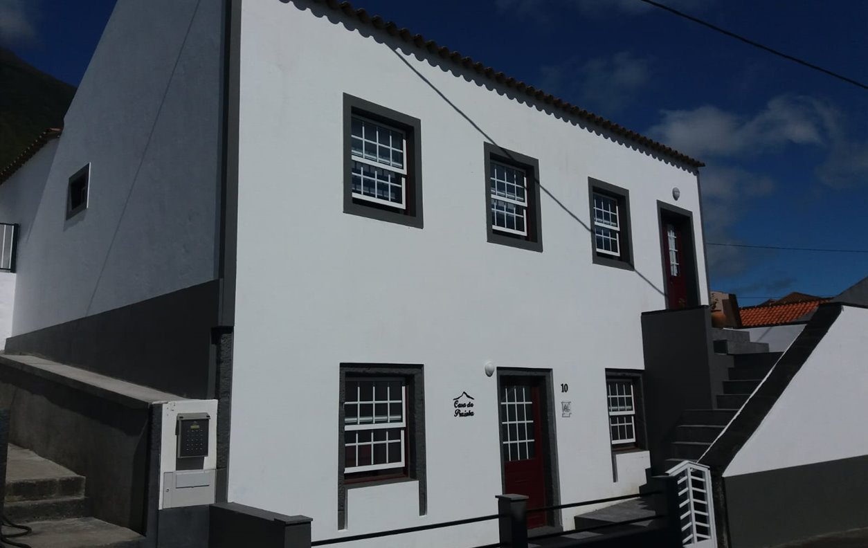 Quarto em Casa Rústica de Férias com Jardim, BBQ e Wi-Fi - Próximo Ponta Alta - 12431