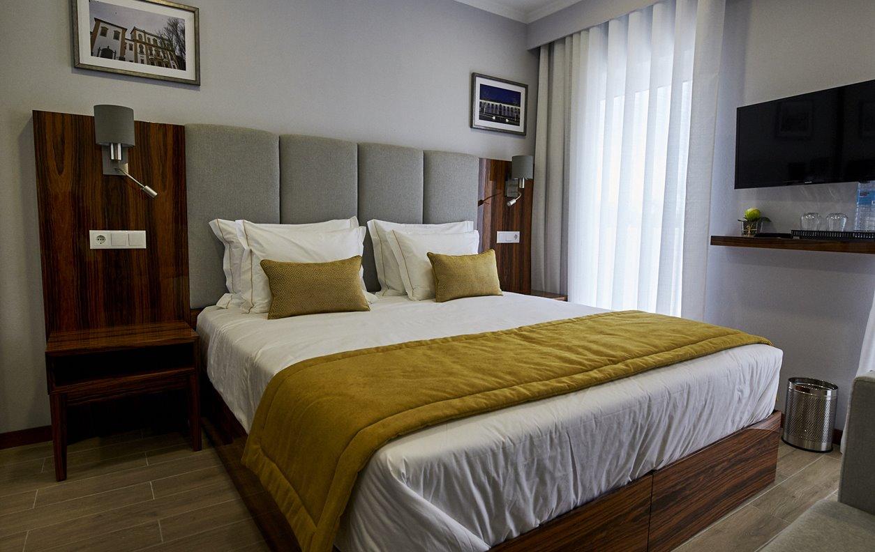 Suite  em Hostel com Jardim, A/C e Wi-Fi - Próximo Forte São Sebastião - 12460