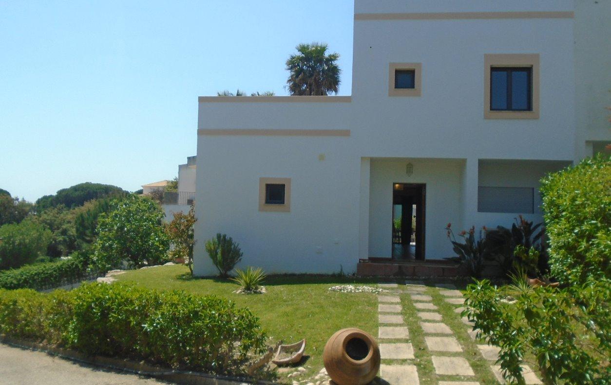 Apartamento de Férias com Piscina, Jardim, BBQ, A/C e Wi-Fi - Próximo Praia do Barranco das Belharucas - 12492