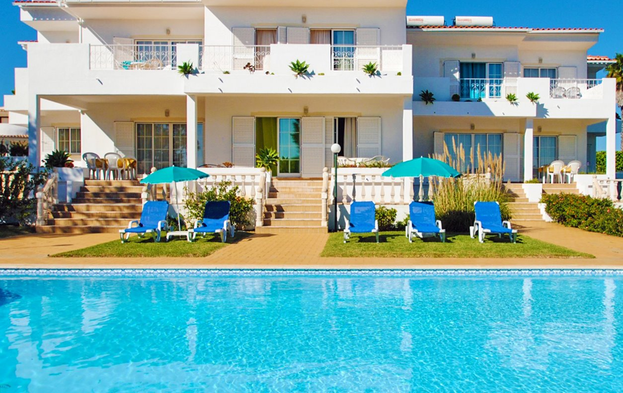 Apartamento de Férias com Piscina, e Jardim, A/C, BBQ e Wi-Fi  - Próximo Praia da Coelha e Evaristo - 12499