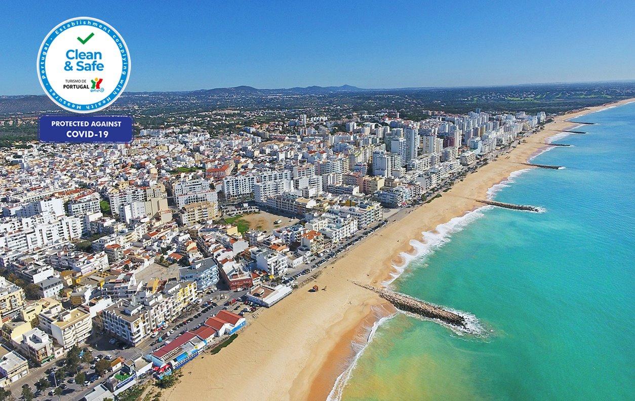 Apartamento de Férias no Centro da Cidade com Cafeteira, Microondas e Wi-Fi - Próximo Praia de Quarteira - 12516