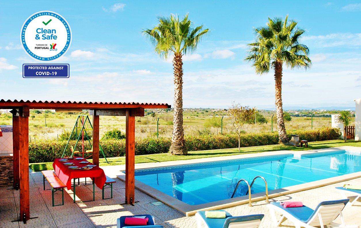 Apartamento de Férias com Piscina, Vista Montanha, A/C BBQ e Wi-Fi - 20 min. a pé da bela Praia Grande - 12529