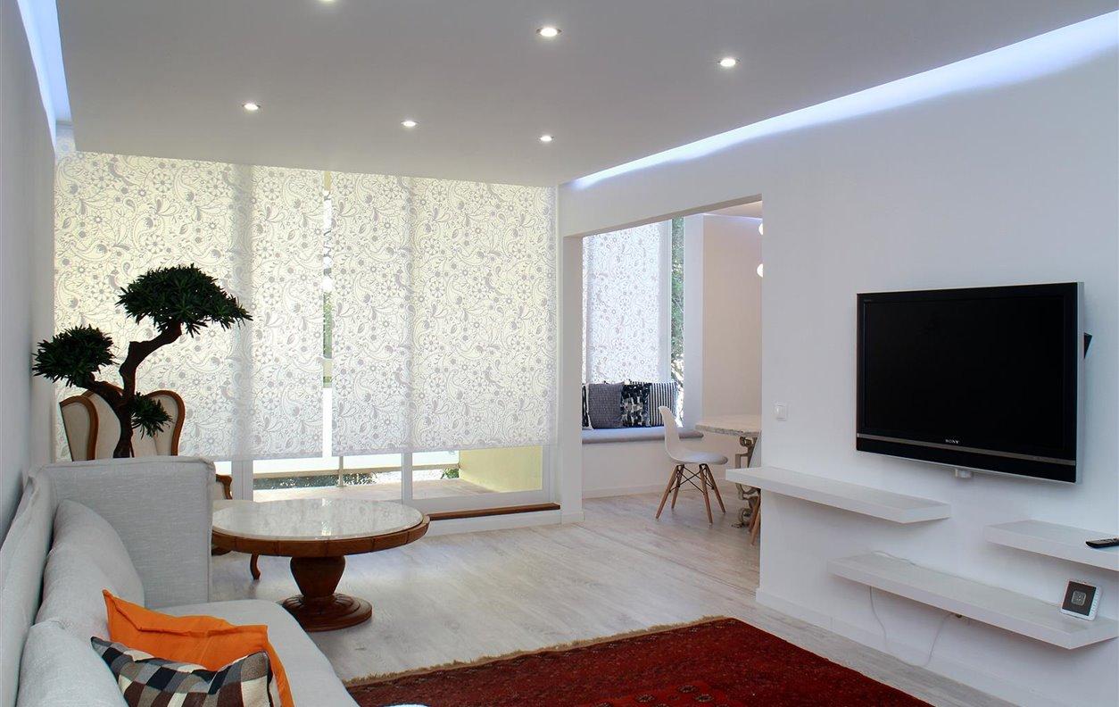 Apartamento de Férias no Centro da Cidade com Varanda e Wi-Fi - Próximo Boca do Inferno - 12563