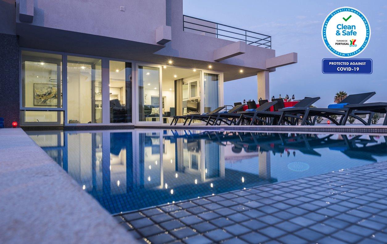 Casa de Férias com Piscina Aquecível e Jardim, Jacuzzi, Jogos, A/C, BBQ e Wi-Fi - A 400m das melhores praias de areia dourada - 12588