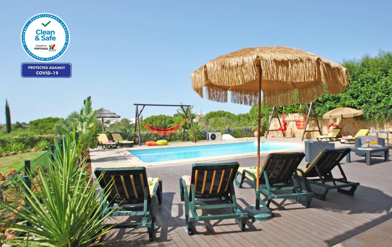 alojamento Casa de Férias com Piscina Aquecível e Jardim, A/C, Jogos, BBQ e Wi-Fi - Acesso fácil ao centro de Albufeira e a Praia D'Oura - 12593