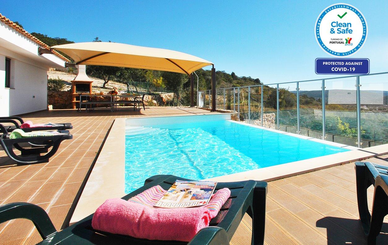 Casa de Férias com Piscina Privada e Jardim, Vista Montanha, A/C, BBQ, e Wi-Fi - A uma curta distância de varias praias - 12596