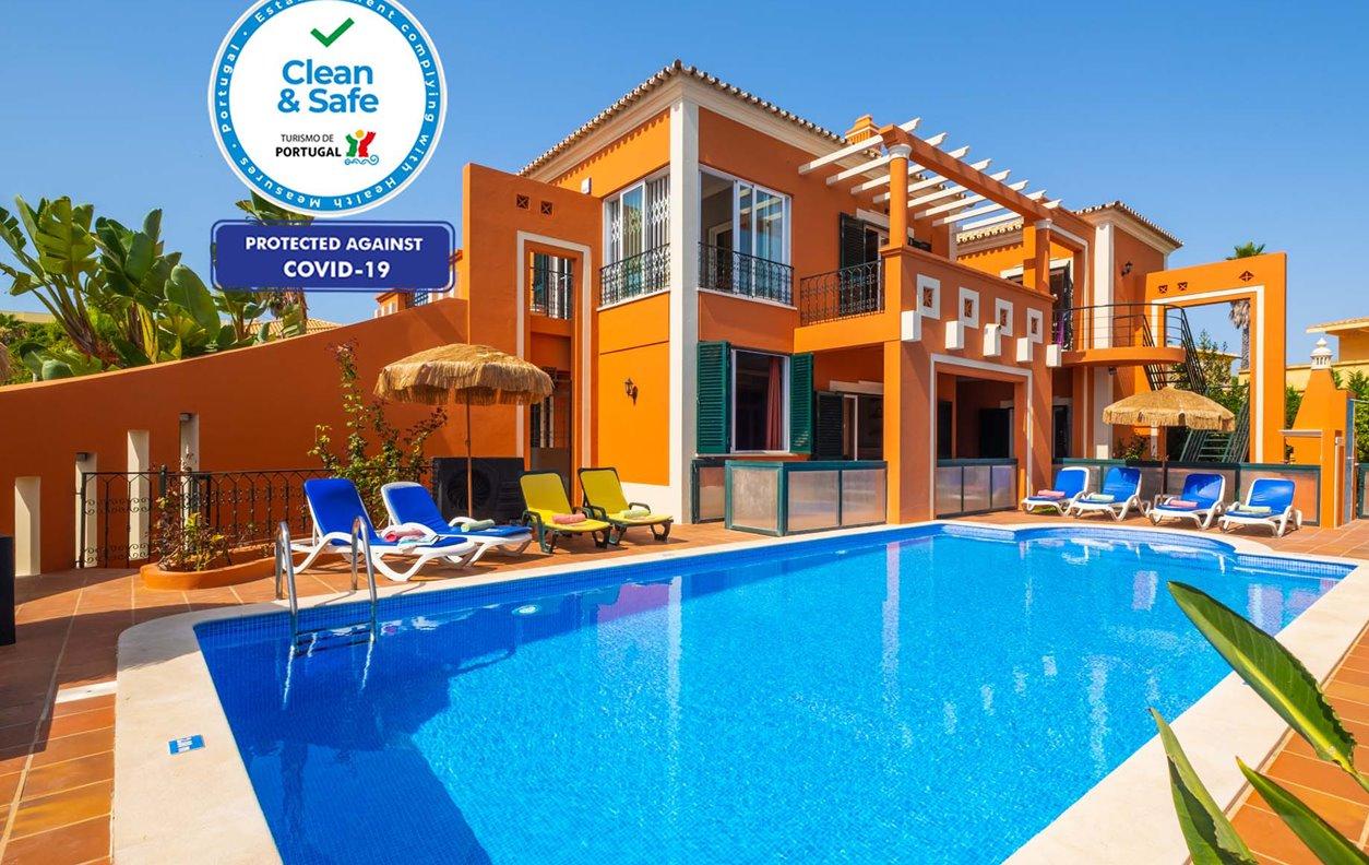 Casa de Férias com Piscina Aquecível, Jacuzzi, A/C, BBQ e Wi-Fi - 300 metros das melhores praias de areia dourada - 12600