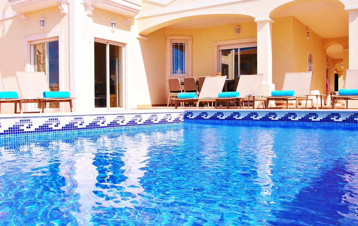 Casa de Férias com Piscina Aquecível, V. Mar, A/C, BBQ, Jogos e Wi-Fi - A 2 km das melhores praias de areia - 12604