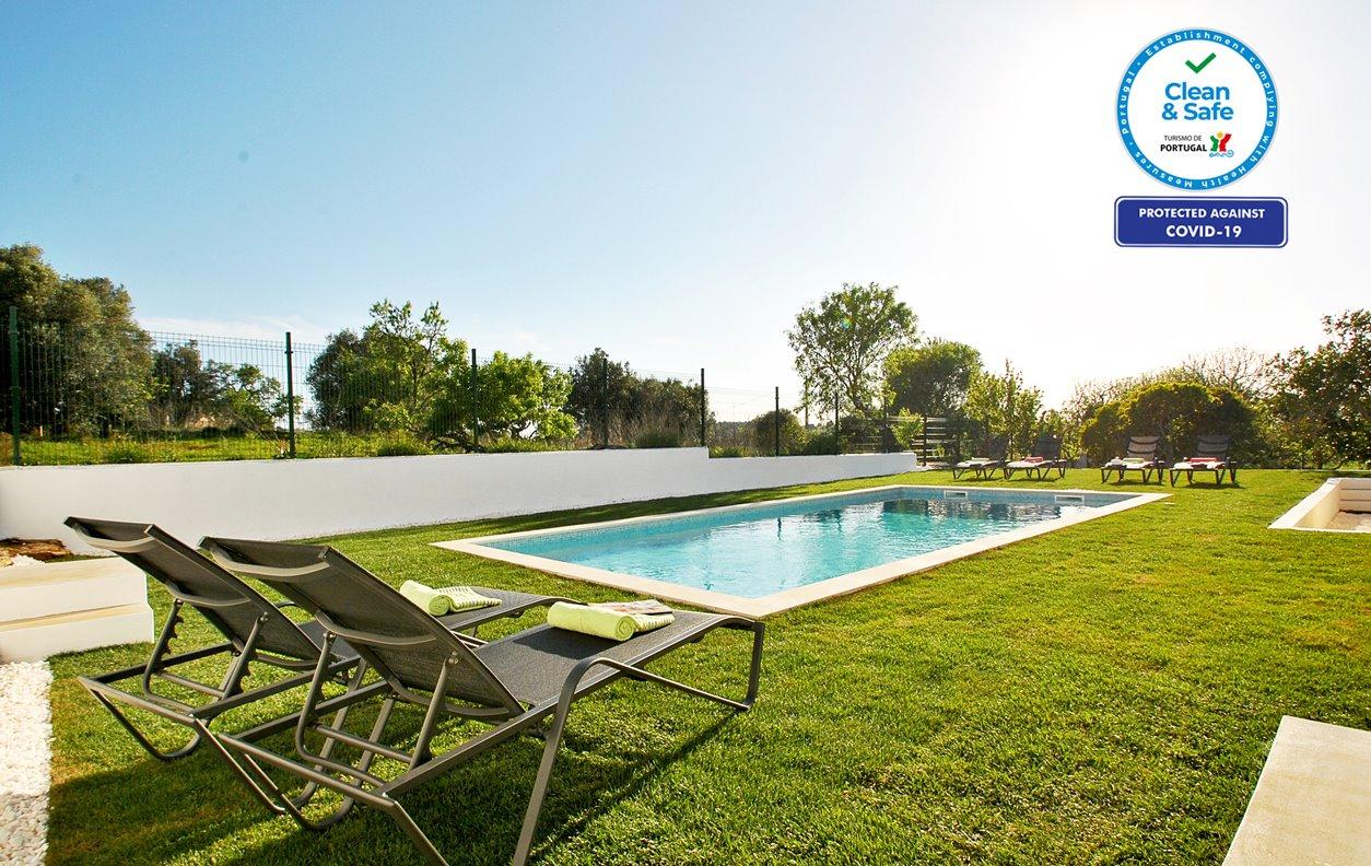Casa de Férias com Piscina Aquecível e Jardim, Jogos, A/C, BBQ e Wi-Fi - A Cidade de Portimão fica a apenas 10 minutos de carro - 12624