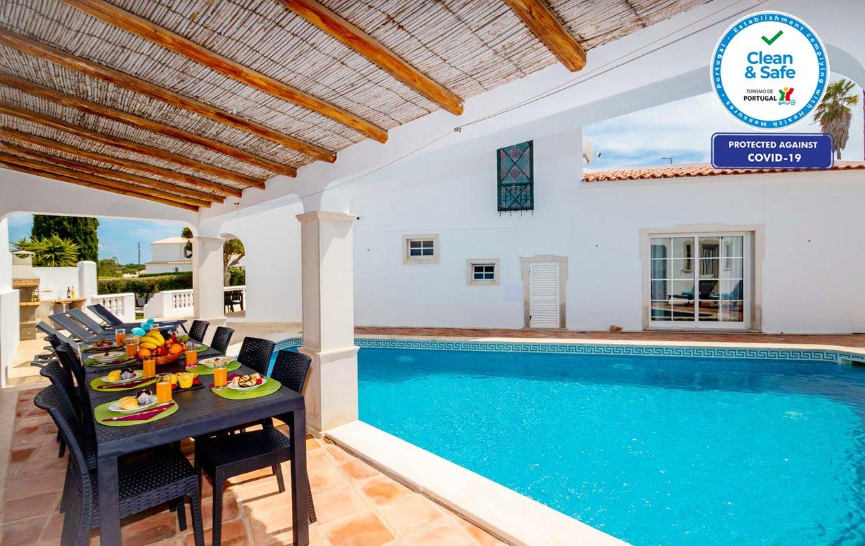 Casa de Férias com Piscina Aquecível e Jardim, A/C, BBQ e Wi-Fi - 15 min. a pé da Praia do Castelo - 12634