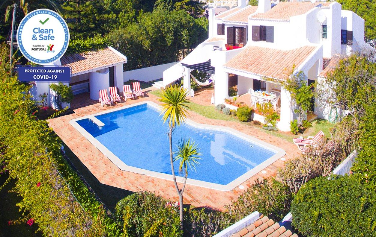 Casa de Férias com Piscina Privada e Jardim, V. Mar, Jogos, A/C, BBQ e Wi-Fi - 10min de carro do centro de Albufeira - 12635