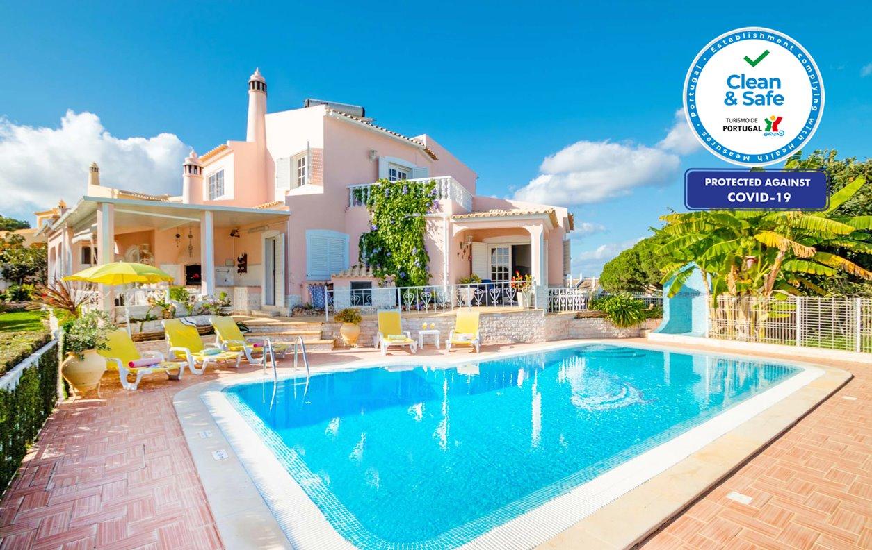 Casa de Férias com Piscina Aquecível e Jardim, A/C, BBQ e Wi-Fi - Próximo de várias praias - 12636