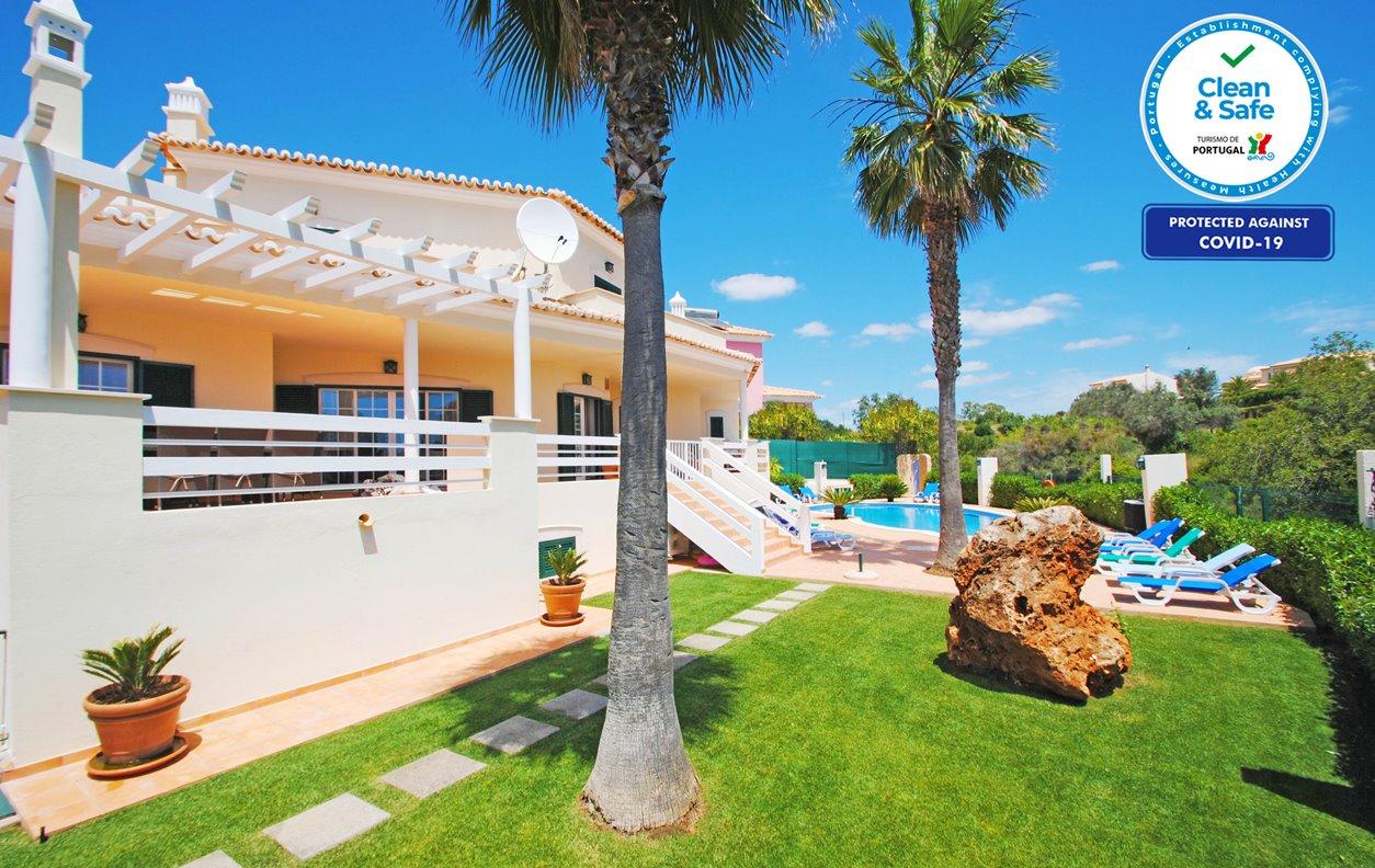 Casa de Férias com Piscina Aquecível e Jardim, Jacuzzi, Jogos, A/C, BBQ e Wi-Fi - a 500 m da praia - 12651