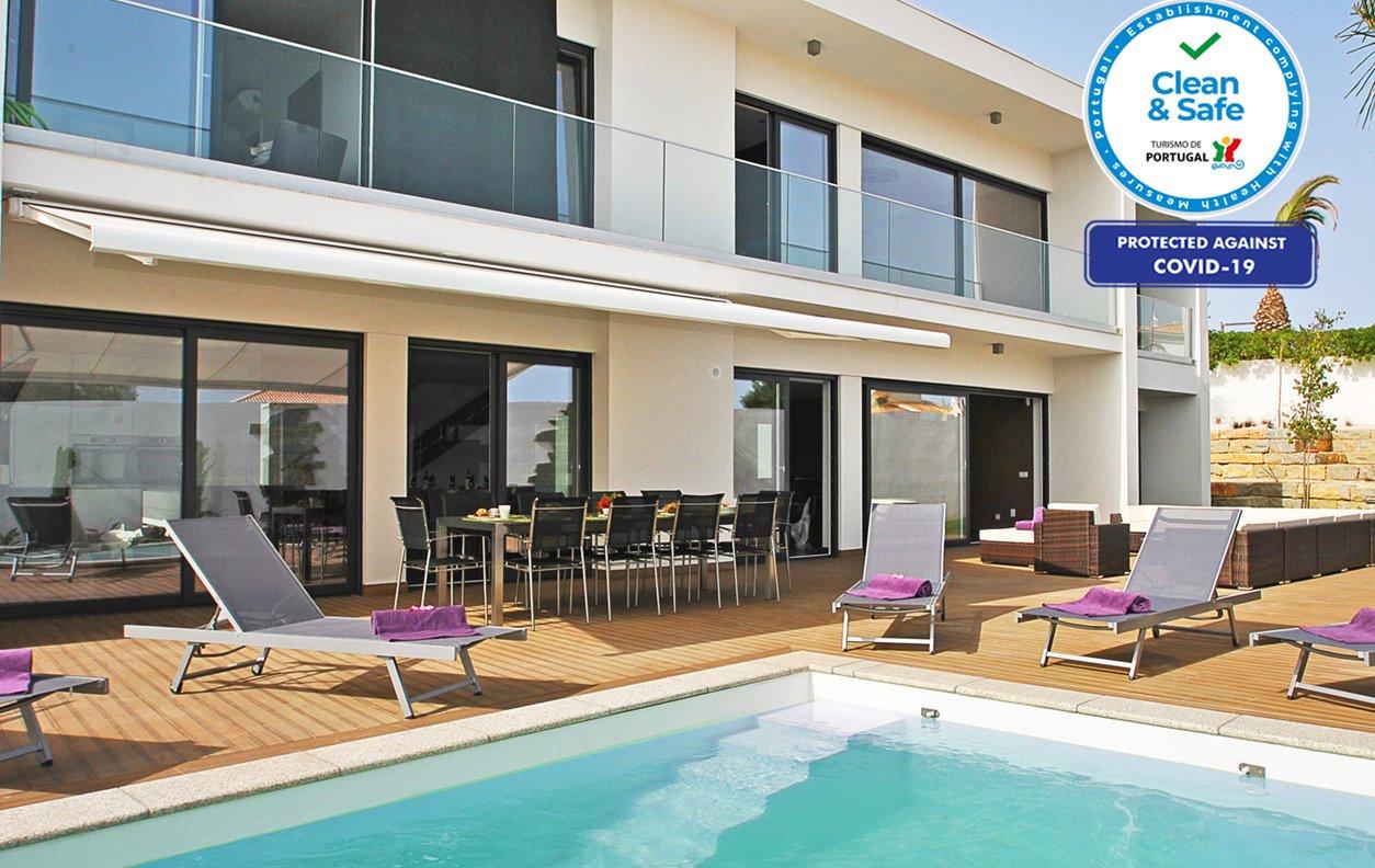 Casa de Férias com Piscina Aquecível e Jardim, A/C, BBQ e Wi-Fi - 5 min. a pé da praia de S. Rafael - 12663