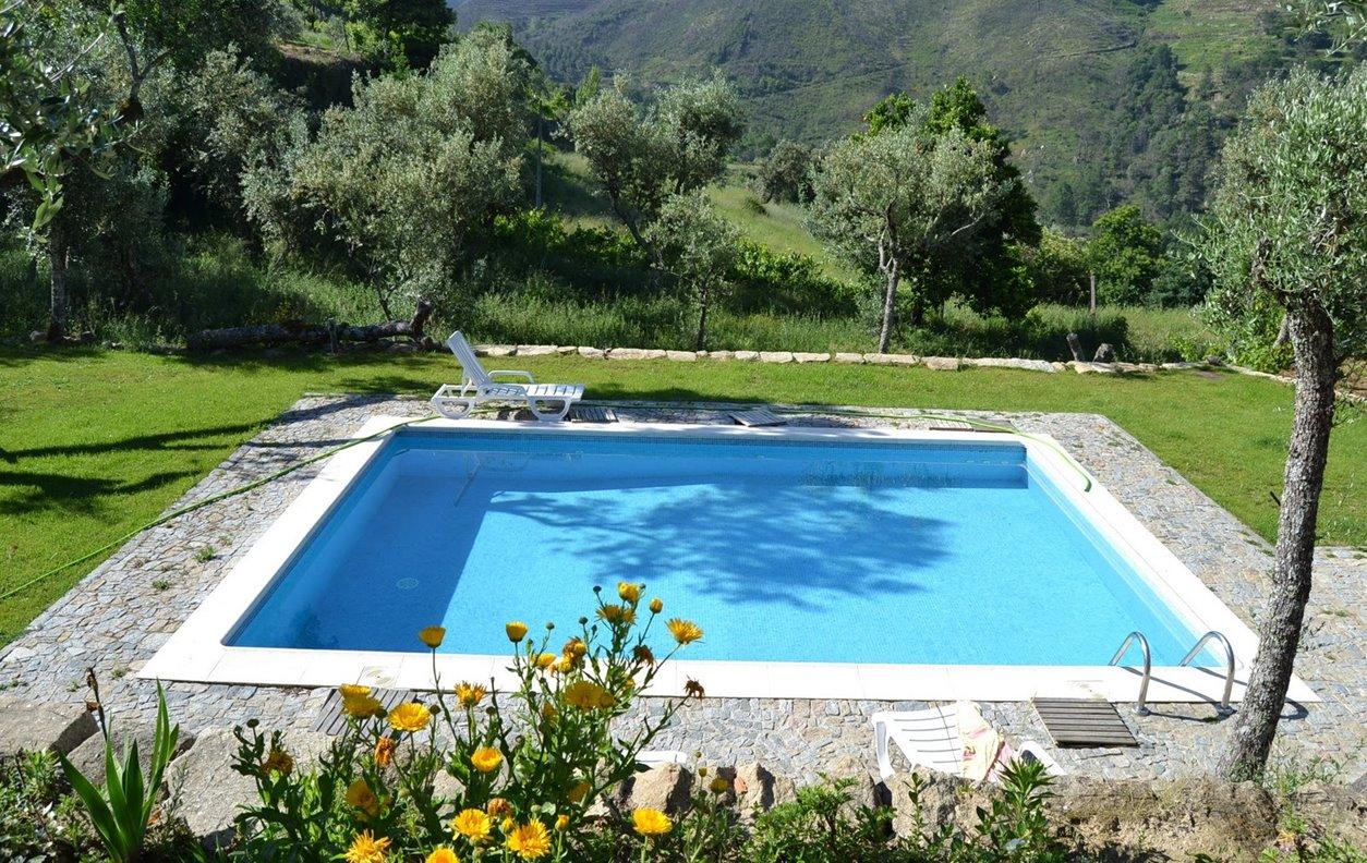 Casa de Férias com Piscina Privada, Vista Montanha, BBQ e Wi-Fi - Próximo Fundação Eça de Queiroz  - 12738