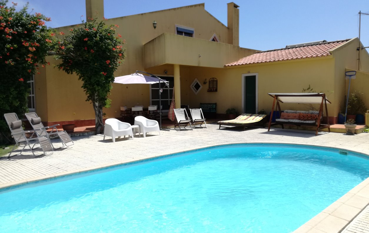 Casa de Férias com Piscina Privada e Jardim, Vista Montanha, BBQ e Wi-Fi - Próximo Praia do Magoito - 12764