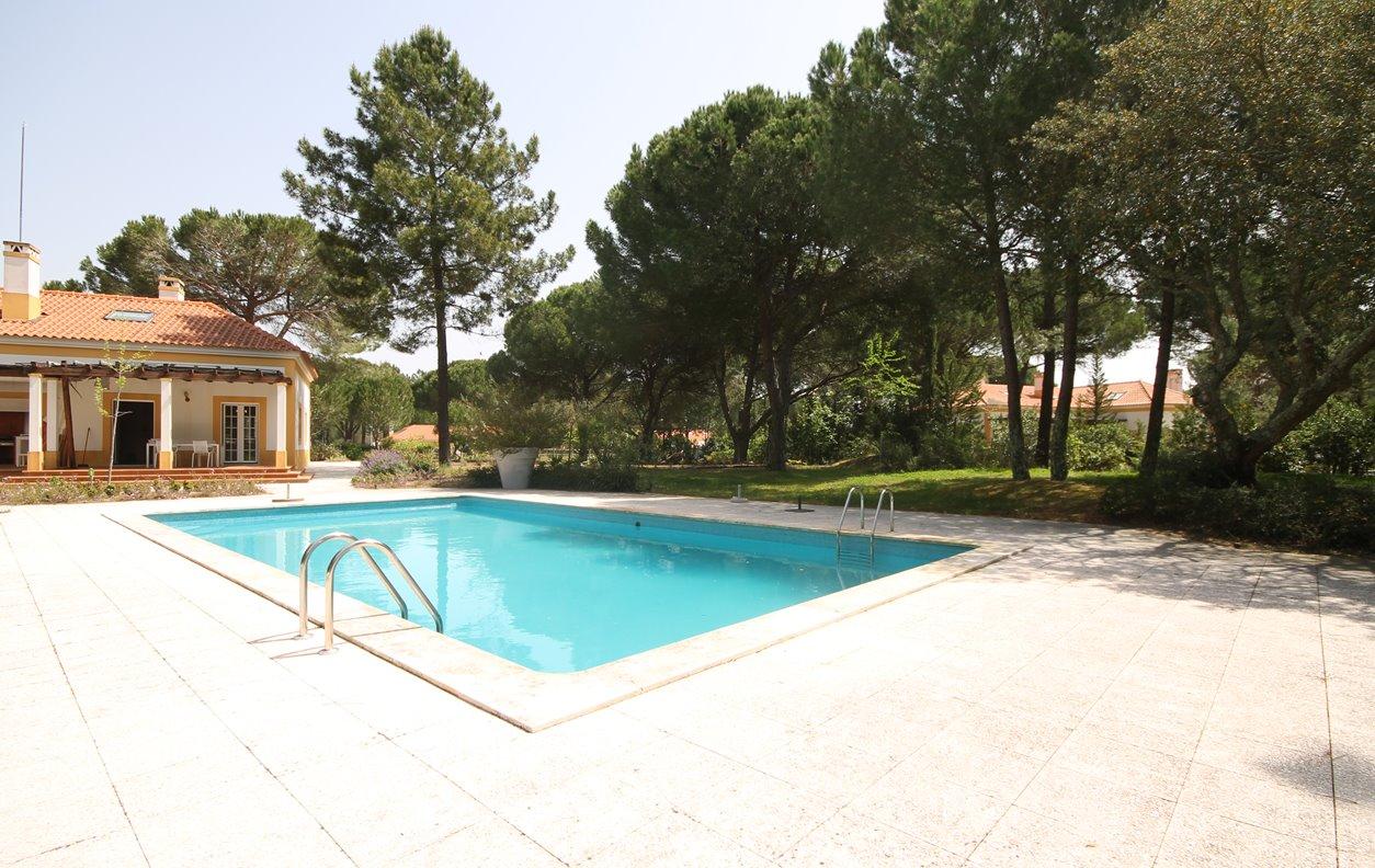 Casa de Férias com Piscina Privada e Jardim, Vista Montanha, A/C, BBQ e Wi-Fi - Próximo Reserva Natural Estuário do Sado - 12797