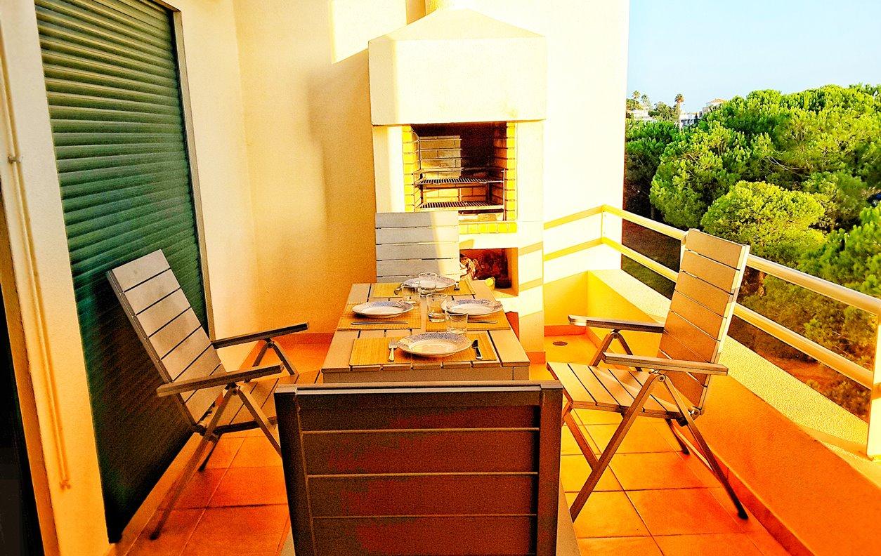 Apartamento de Férias com Vista Mar e Montanha, A/C, BBQ e Wi-Fi - Próximo Praia dos Salgados - 12807
