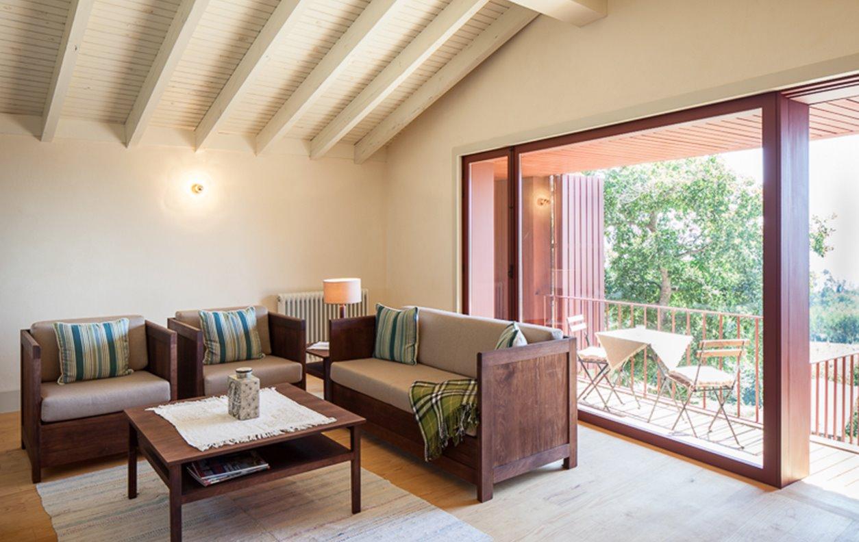 Casa Rústica de Férias com Vista Montanha, Jardim,A/C, BBQ  e Wi-Fi - Próximo de Trilhos para Caminhadas - 12838