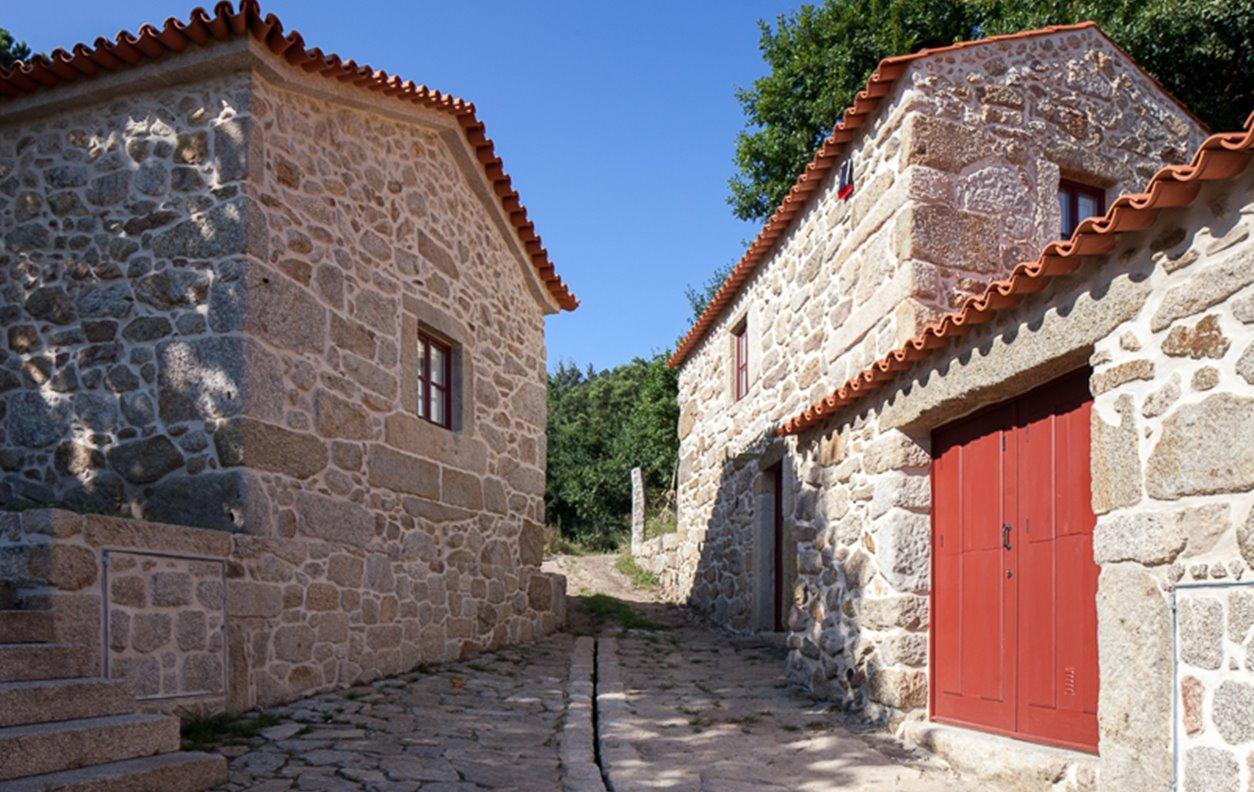 Casa Rústica de Férias com Vista Montanha, BBQ e Wi-Fi - Próximo Miradouro da Frecha da Mizarela - 12840