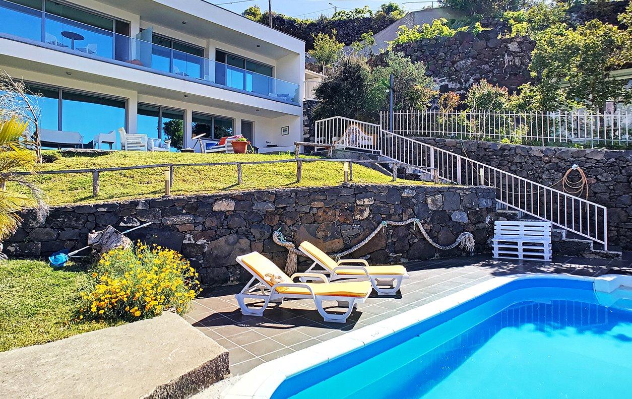 Casa de Férias com Piscina Privada e Jardim, V.Mar, BBQ e Wi-Fi - Próximo de várias amenidades - 12963