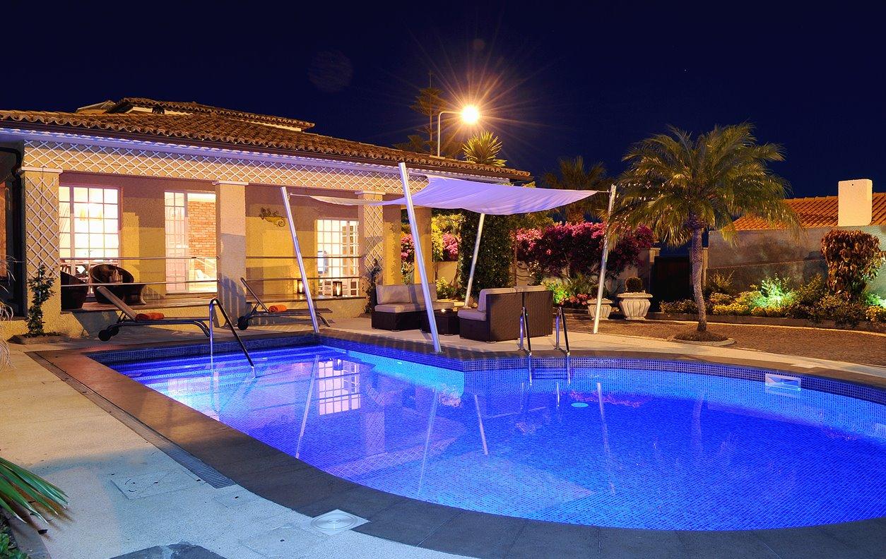 Casa de Férias com Piscina Aquecível, Jacuzzi, Jardim, BBQ, Ginásio & Jogos e Wi-Fi - Próximo Cristo Rei - 12973