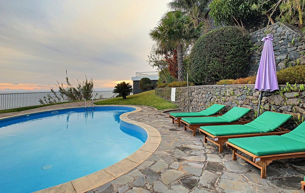 Casa de Férias com Piscina Aquecível e Jardim, V.Mar, BBQ e Wi-Fi - Próximo Praia da Calheta - 12979