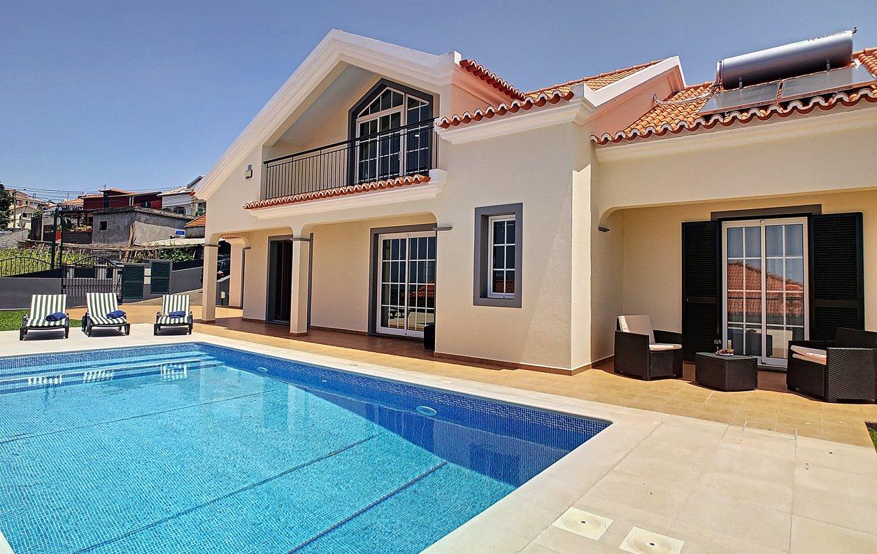 Casa de Férias com Piscina Aquecível, Jardim, BBQ e Wi-Fi - Próximo Elvis and Ronaldo sanctuary - 12993