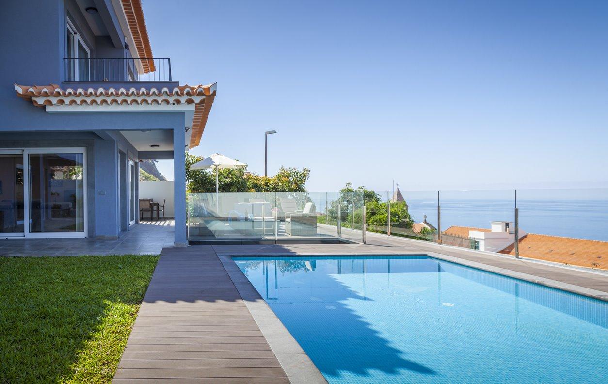 Casa de Férias com Piscina Aquecível, Vista Mar, A/C,  BBQ e WI- FI - Próximo Campo de Golfe - 12995