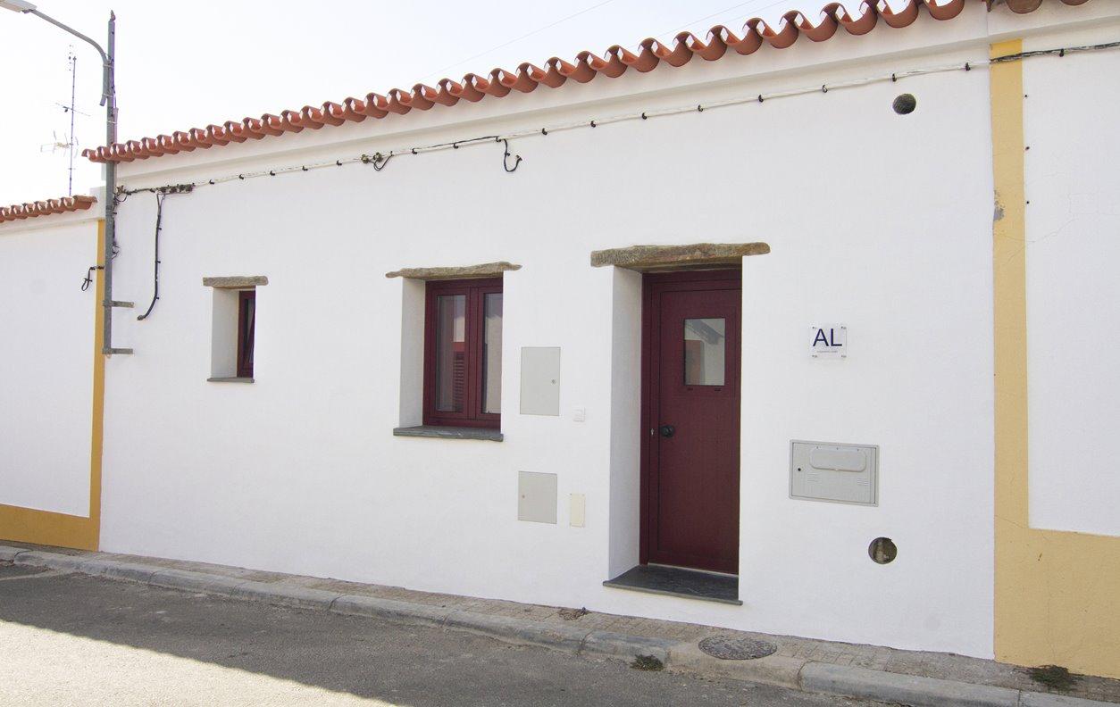 Casa Rústica de Férias  com A/C, Sustentável e Wi-Fi  -  Próxima do Castelo de Monsaraz - 13003