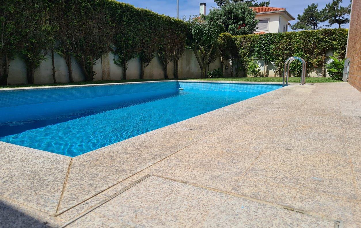 Vivenda de Férias com Piscina Privada, Vista Mar, Jardim, BBQ e Wi-Fi - Próximo Praia das Pedrinhas - 13024