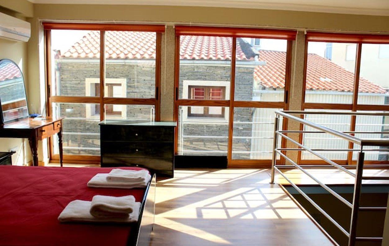 Casa Rústica de férias com Vista Montanha, Lareira, A/C, BBQ e Wi-Fi - Próximo Praia do Azibo - 13028