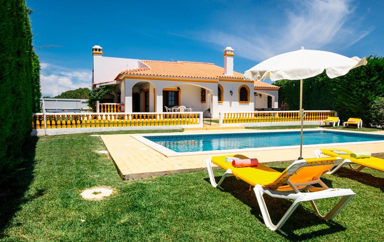 Villa Lourdes - Moradia T4, Piscina Aquecível, AC, Wifi, BBQ