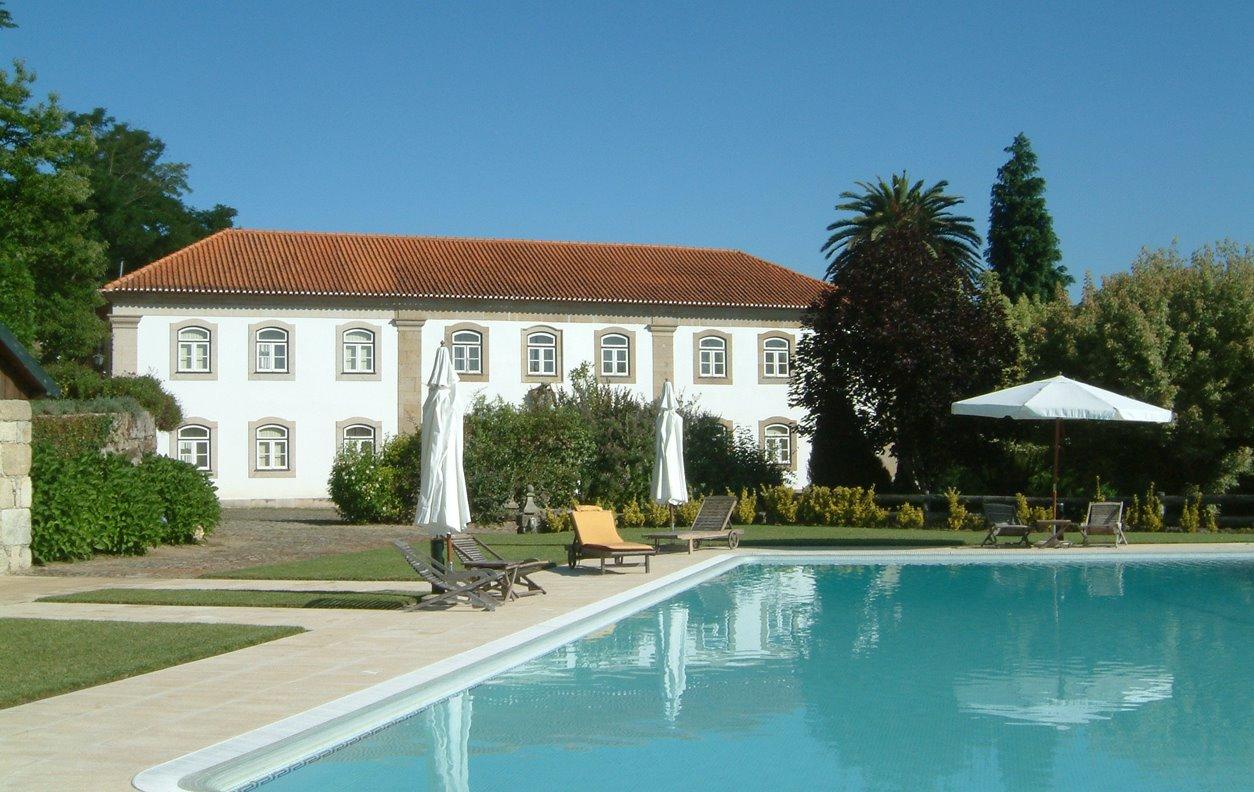 Suite em Casa Rústica de Férias com Piscina, Jardim, BBQ e Wi-Fi - Próximo Termas de São Pedro do Sul - 13038