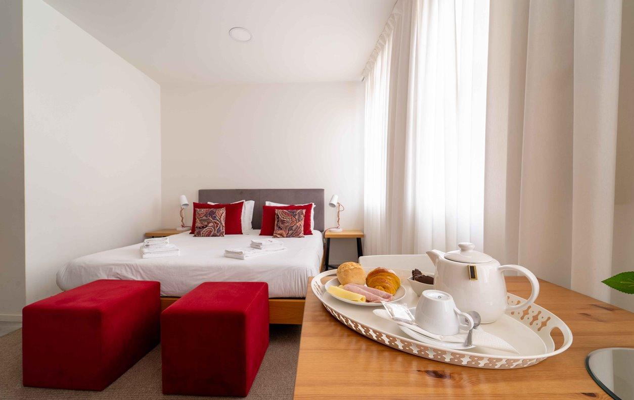 Suite em GuestHouse de Férias com A/C e Wi-Fi - Próximo Termas Romanas do Alto da Cividade - 13054