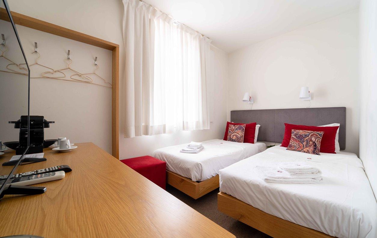 Suite em GuestHouse de Férias com A/C e Wi-Fi - Próximo Termas Romanas do Alto da Cividade - 13059