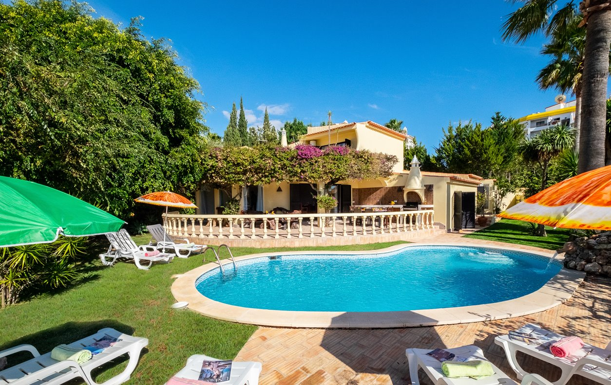 Villa Bantayan - Casa de Férias com Piscina, Jardim, A/C, BBQ e Wi-Fi  - 13061