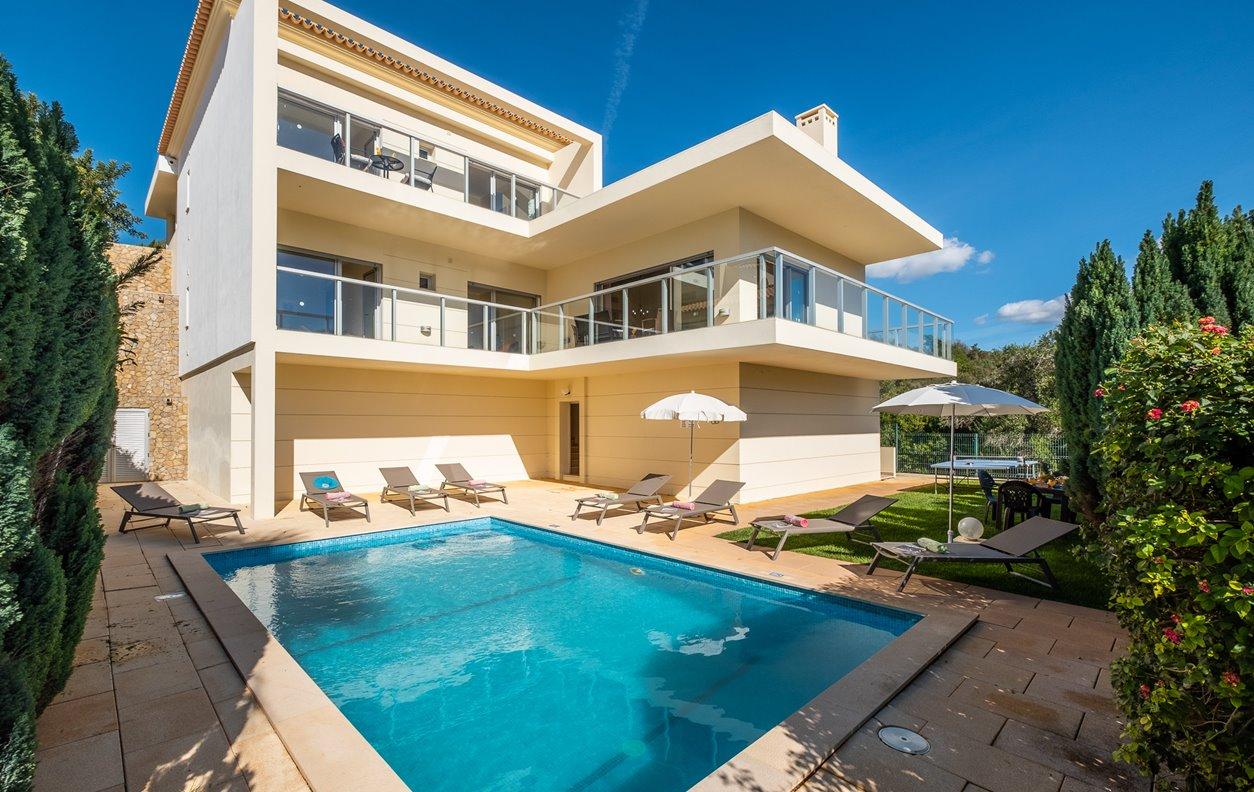 Villa Los Roques - Casa de férias com Piscina, Jardim, A/C, BBQ e Wi-Fi - 13064