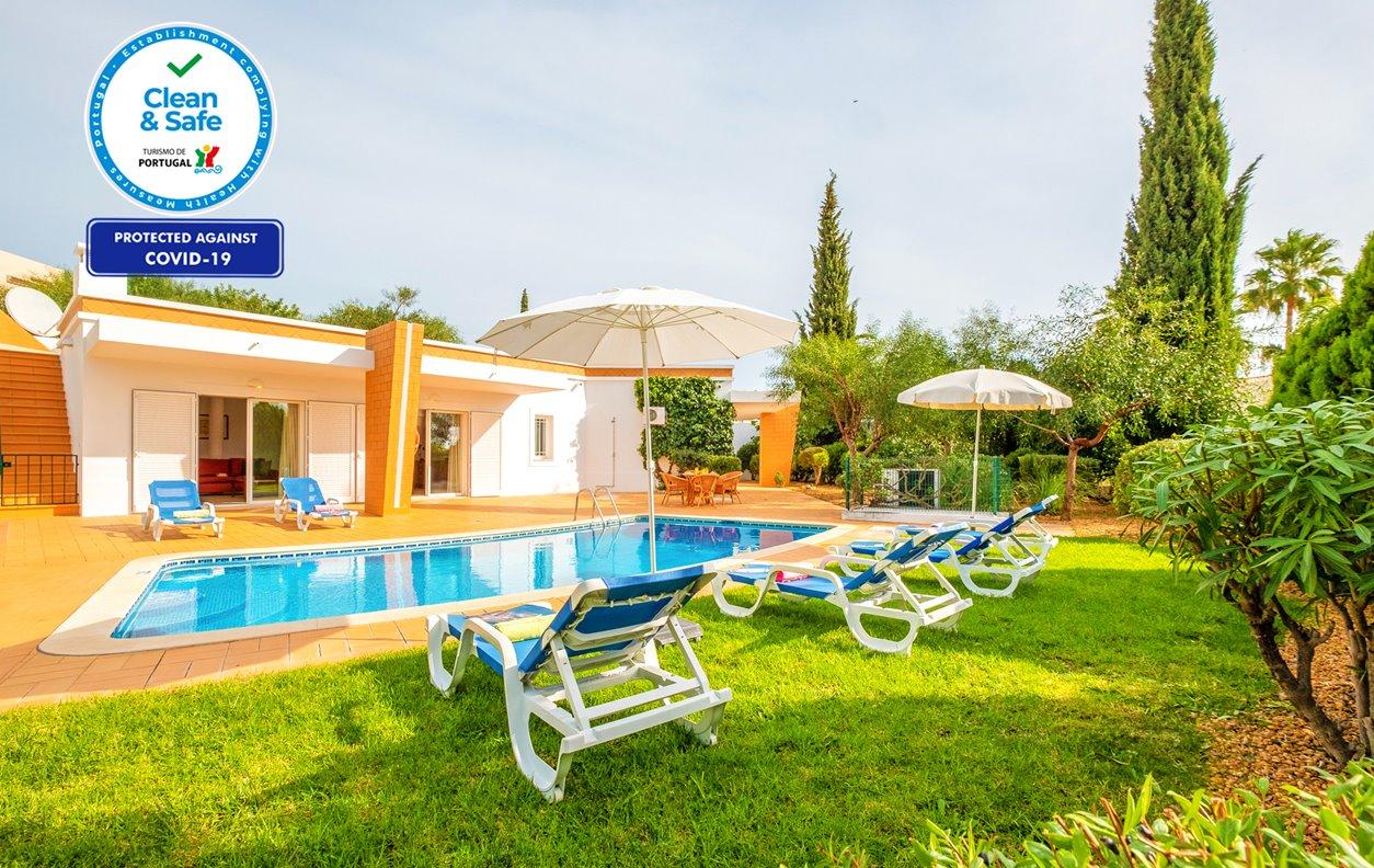 Casa de Férias com Piscina Aquecível e Jardim, A/C, BBQ e Wi-Fi - A 3 km das mais conhecidas praias - 13066
