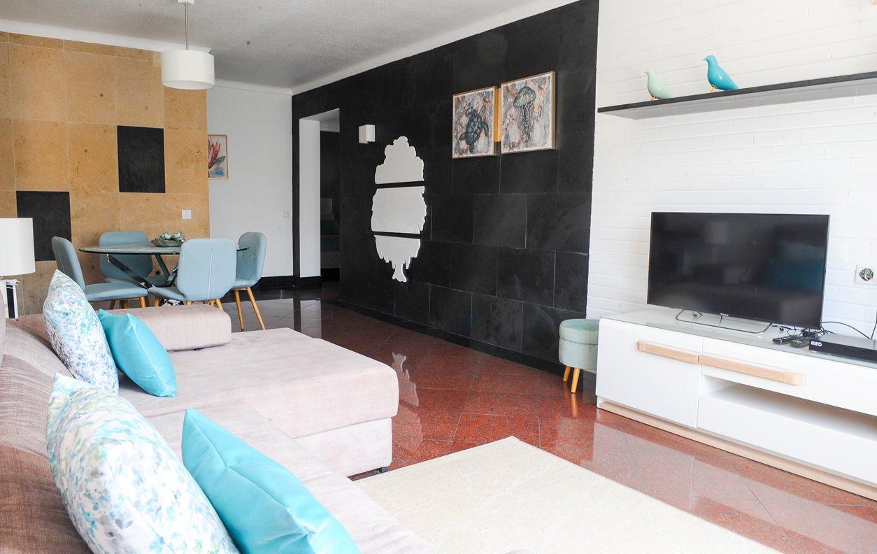 Apartamento de Férias com Piscina, A/C e Wi-Fi - 700m da praia. - 13165