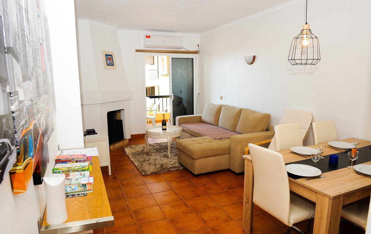 Apartamento de Férias com A/C e Varanda - a 300m da praia - 13166