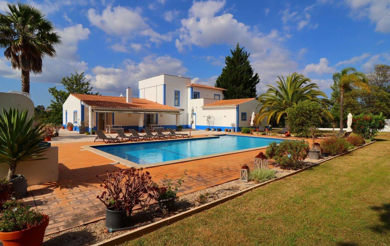 Casa de Férias com Piscina Privada e Jardim, BBQ, A/C, e Wi-Fi - a 4Km praia Benagil -13167