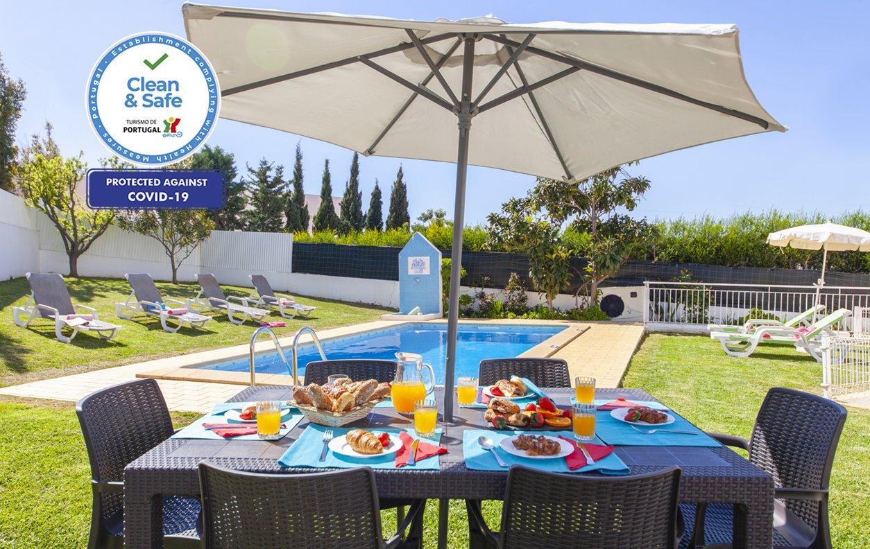 Casa de Férias com Piscina Aquecível e Jardim, A/C, BBQ e Wi-Fi - a 5 min. de carro da Praia da Falésia - 13170