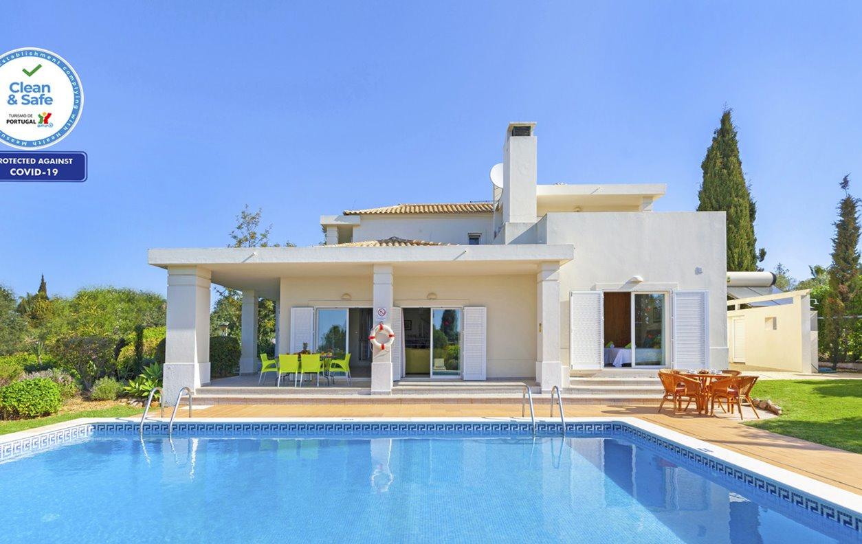Casa de Férias com Piscina Privada e Jardim, V.Mar, A/C, BBQ e Wi-Fi - 3km das mais belas praias - 13173