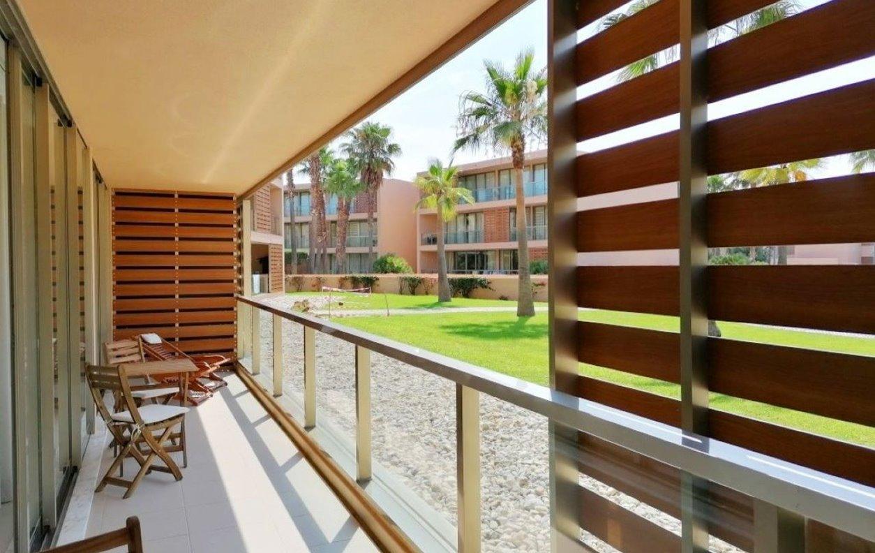 Apartamento com 7 Piscinas e Jardim, Ginásio, A/C e Wi-Fi - 500 metros da Praia - 13177