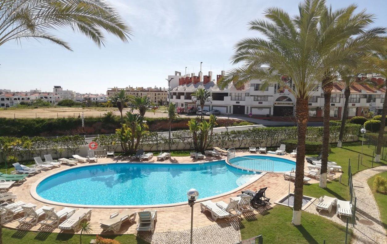 Apartamento de Férias com Piscina, Jardim e Wi-Fi - 1,3 Km das praias da Oura e Santa Eulália - 13178