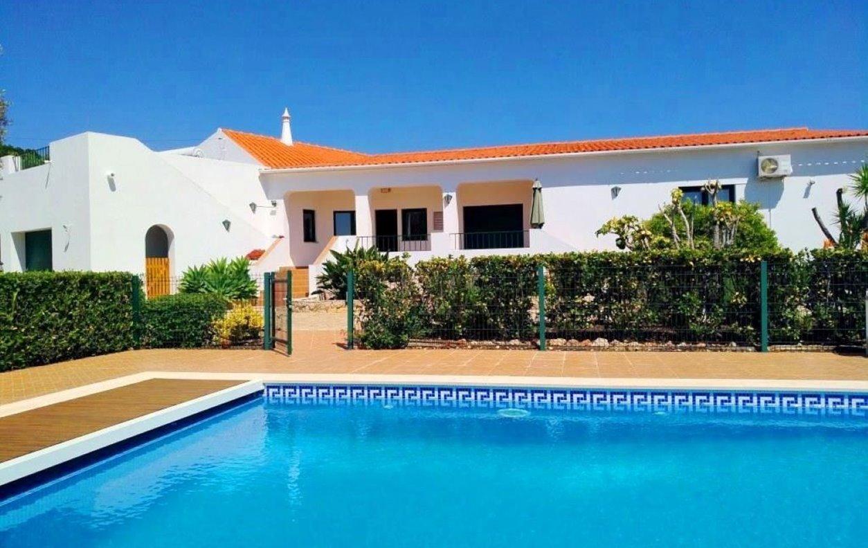 Casa de Férias com Piscina Privada e Jardim, A/C, BBQ e Wi-Fi - 2 Kms do Castelo de Silves - 13180