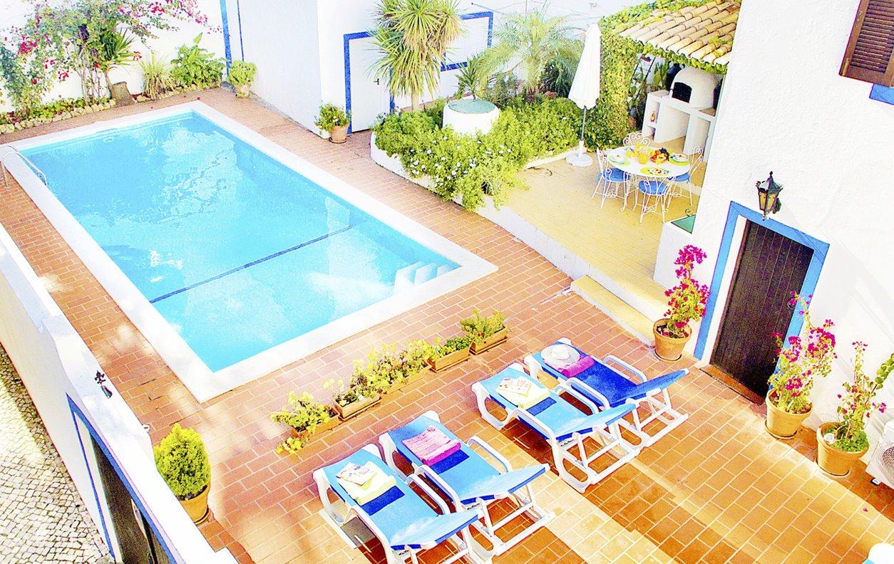 Casa de Férias com Piscina Aquecível e Jardim, A/C, BBQ e Wi-Fi - 400m Praia do Carvoeiro - 13182