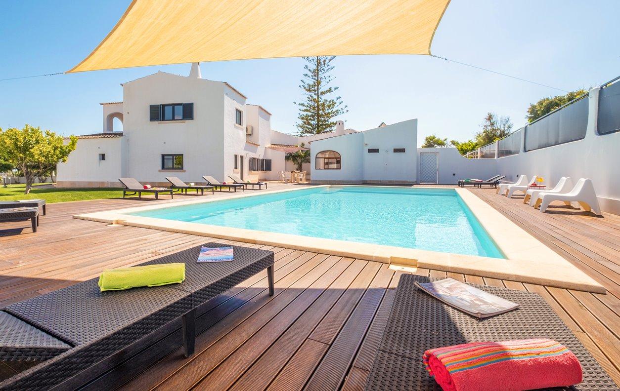 Casa de Férias com Piscina Aquecível e Jardim, V.Mar, A/C, BBQ e Wi- Fi - 950m da praia - 13188